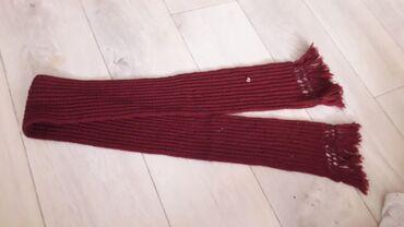 Продаю шарф детский 50 сом б.у цвет темно красного цвета