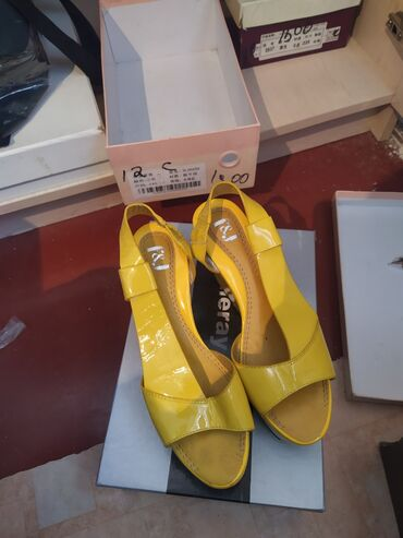 Босоножки серебро - Кыргызстан: Продаю босоножки на платформе носила один раз