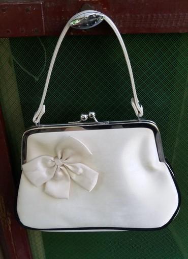 Mala torbica visina - Srbija: Damska torbica-bež    Nekorišćena damska svečana torbica sa ukrasnim c