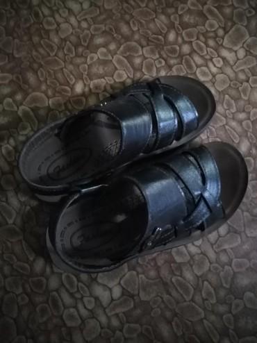 Детская обувь в Кок-Ой: Детские сандалики 2 в 1. почти новые. одевали всего 1 раз. больше не
