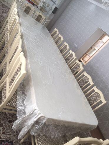 стол и стулья для гостиной в Кыргызстан: Стол и стулья новые,стулья с клеёнкой,комплект стульев можно продать о