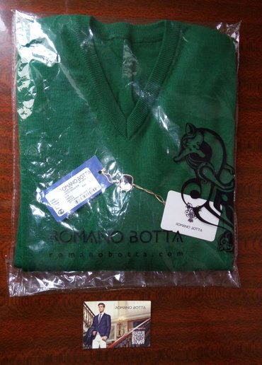 "Продаю мужской свитер пуловер romano botta  Размер l Ворот ""v"" в Бишкек"