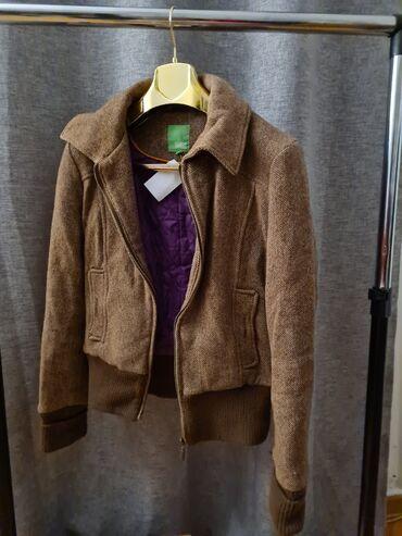 Braon jakna,nova, velicina S. Malo je rašivena na rukavu