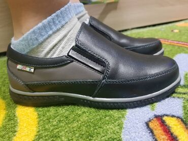 """ролики детские размер 29 32 в Кыргызстан: Туфли для мальчиков,новые,легкие очень удобные. Фирма """"Гномик"""""""