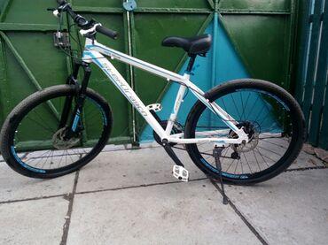 Продам велосипед. Алюминиевая рама(очень лёгкий), 26 колеса. Немного