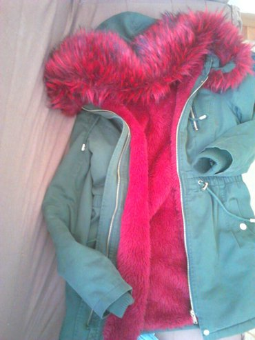 Parka  jakna sa krznom koje se skida  m  velicina,. Prelepa je i topla - Pirot