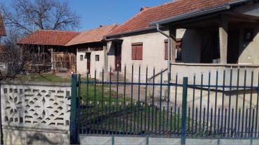 Kuca 62 m2 sa pomocnim objektima i placem od 8 ari. selo medvedja - Despotovac