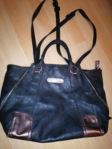 Prada torba je turskoj e - Srbija: Kozna, crna, jaka, izdrziva torba. Veca je