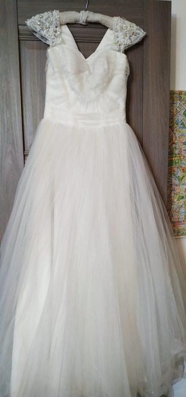 Свадебные платья 42 44 размер. 1) 1800 сом. 2) 1500 сом. Торгуемо... в Бишкек