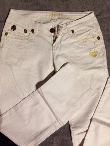Bele pantalone-farmerke, veoma udobne, nosene dva, tri puta. Velicina - Subotica