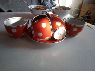 Продаю посуду в горошек. 6 чашек, одна тарелка и две вареньицы