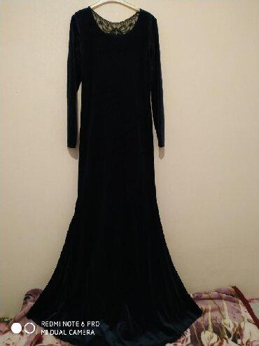 Платье из бархата,темно синее,отлично сидит по фигуреРазмер 42-44На