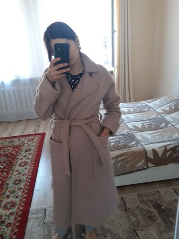 shellak s dizajn manikjurom в Кыргызстан: Продаю зимнее пальто.Одевали пару раз.Размер S