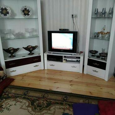 Tv stendi ve 2 ədəd qorka birlikde 250 azn.Mebel əla vəziyyətdədir