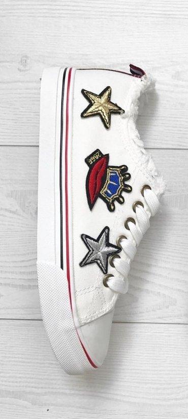 Ženska patike i atletske cipele | Kragujevac: Nove bele starke sa stikerima, veličina 40 i 41. Veoma moderne i lako
