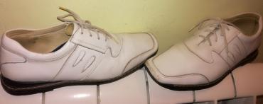 Ženska patike i atletske cipele - Beograd: BELE KOZNE CIPELE 36 Odlično očuvane bele kozne ravne cipele. Za uze