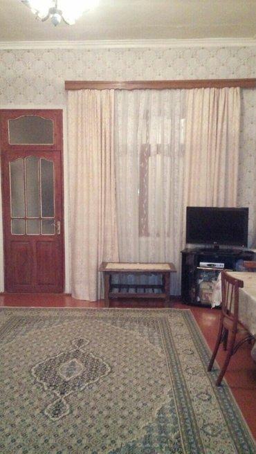 Bakı şəhərində Xetai r. Nobel pr. 149da tecili 2 otaqli heyet evi satılır.. Evin