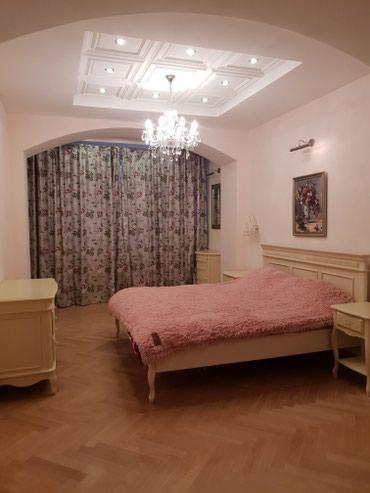 Сдается квартира: 4 комнаты, 200 кв. м., Бишкек в Бишкек