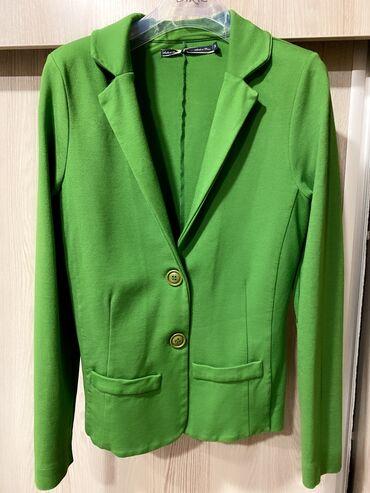 Трикотажный пиджак очень красивого цвета размер S-M