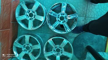 toyota lexcen в Кыргызстан: Продаю диски титановые 4 шт комплект, размер 15х 203, состояния