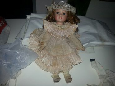 Prelepa lutka od tvrde plastike sa duhom kosom velicineoko 45 - Paracin