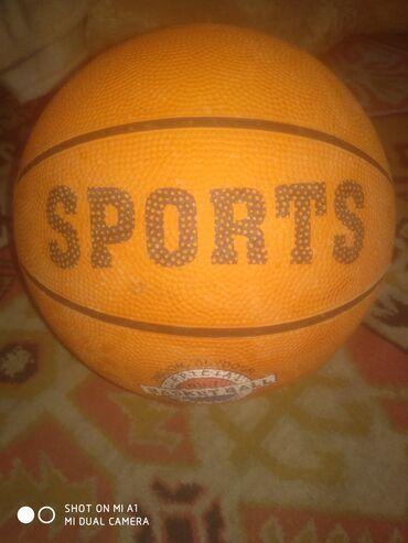 Продаю баскетбольный мяч немного слезла краска но можно закрасить