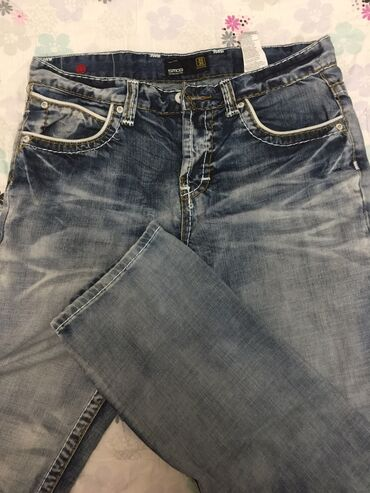 джинсы мужские 32 в Кыргызстан: Мужские джинсы. Размер 30/32,брали за 4000 и не носили