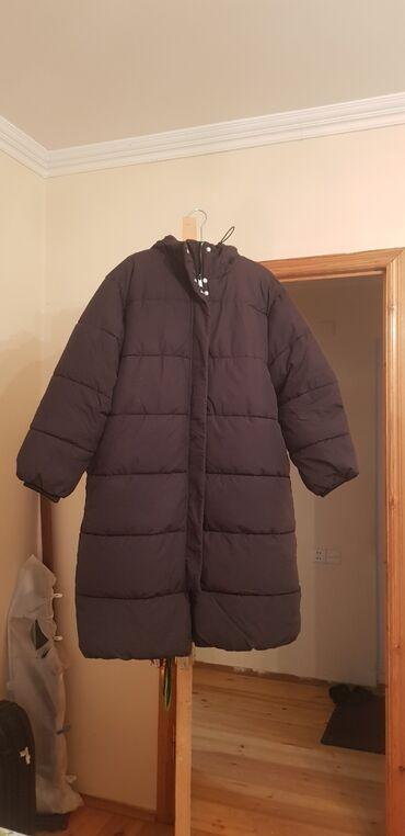 10428 elan | QADIN GEYIMLƏRI: Qara rengindedir Balonka. H&M markasınındır. Kapşonu var. Olduqca