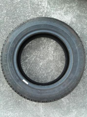 Michelin letnji pneumatik, skoro nova guma, garazirana. Dimenzije su - Borca