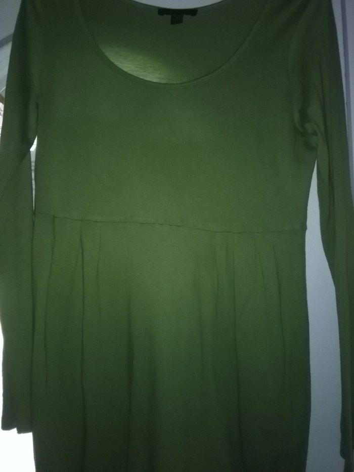Tunika za krupnije prelepa zelena,na prvim slikama se vidi lepo boja,pise L al se rasteze