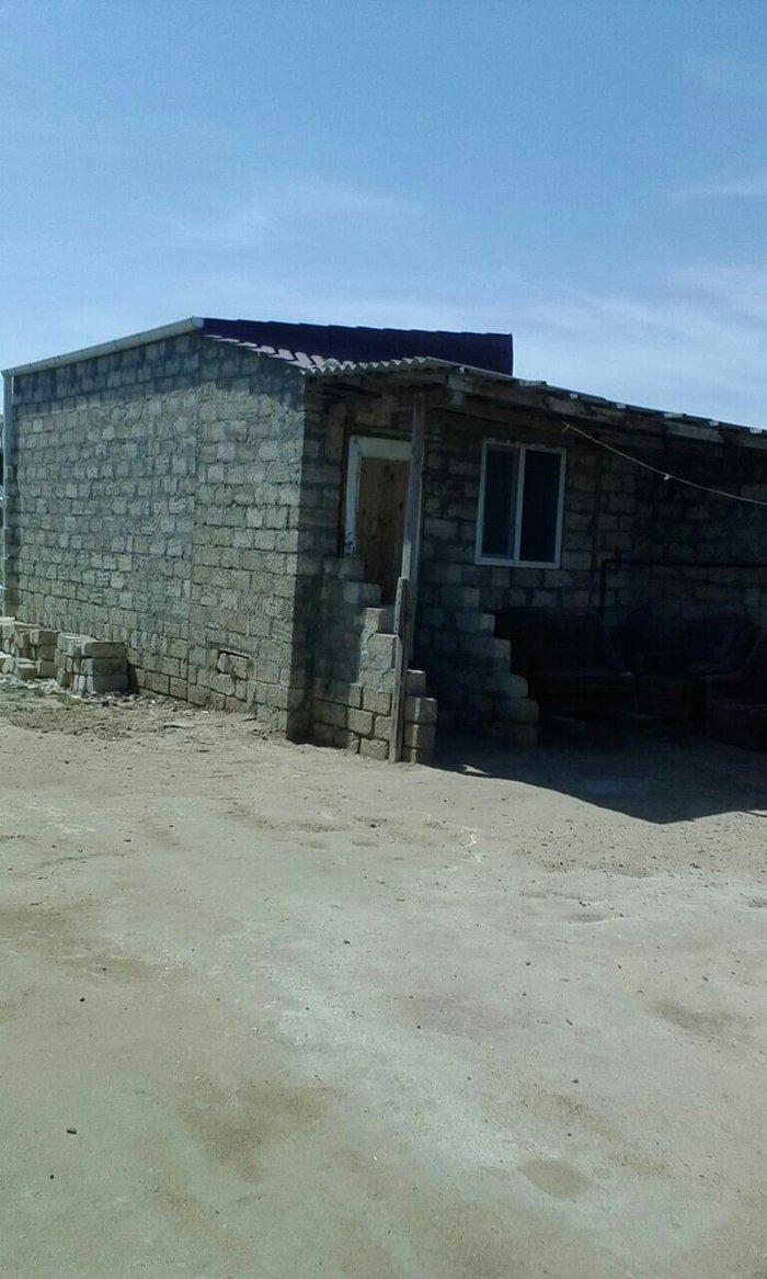 Bakı şəhərində Şaqan qəsəbəsindı ev satılır. Bir otaq kürsülüdür. Qaz