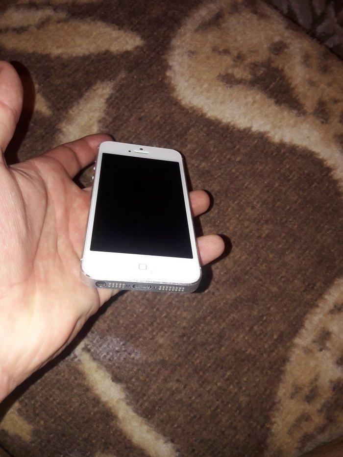 продаю айфон 5ж память 16гб состоянии идеально с коробкой комплек заря в Лебединовка