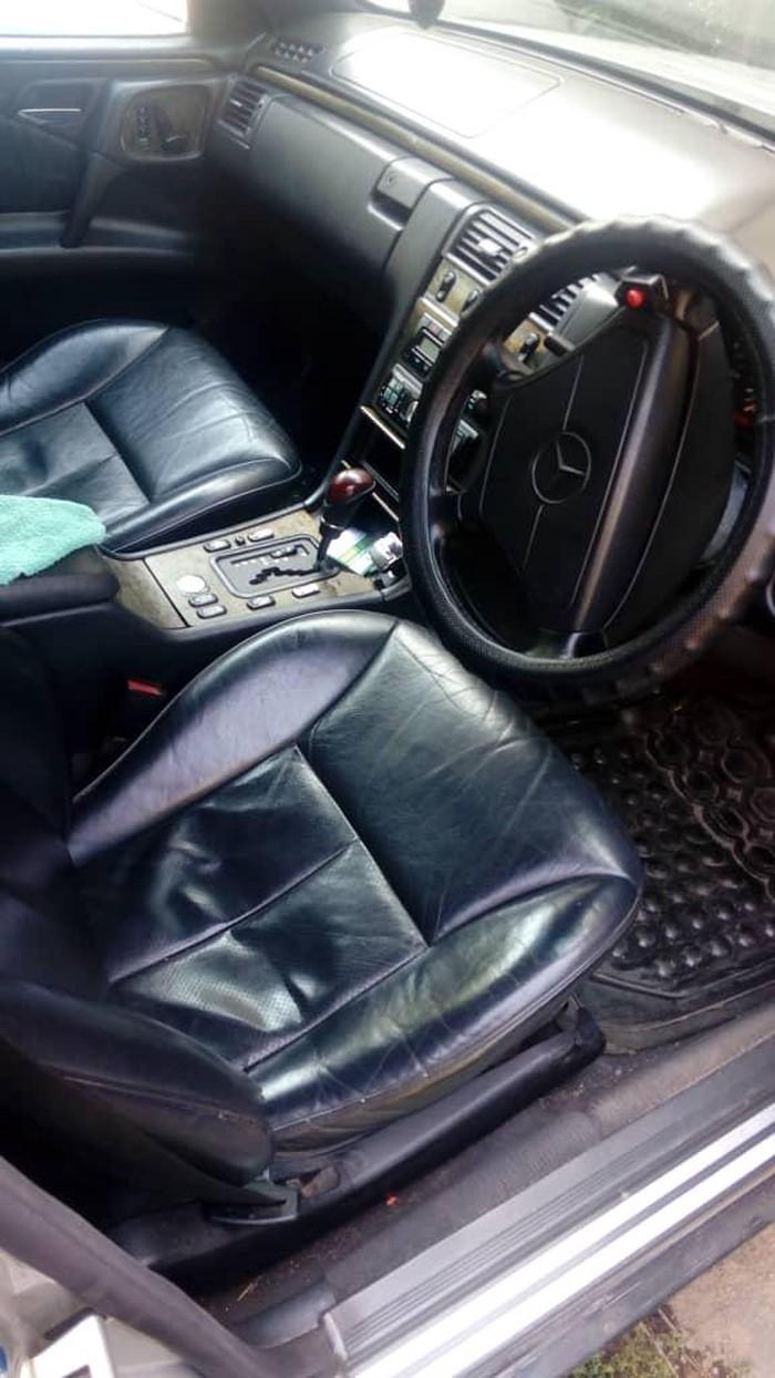 Mercedes-Benz E 320 1997. Photo 1