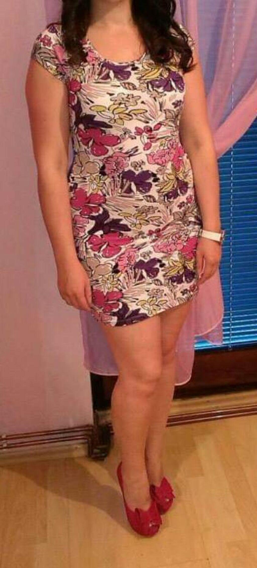 Cvetni haljina . univerzalna veličina . jednom obučena NOVOO