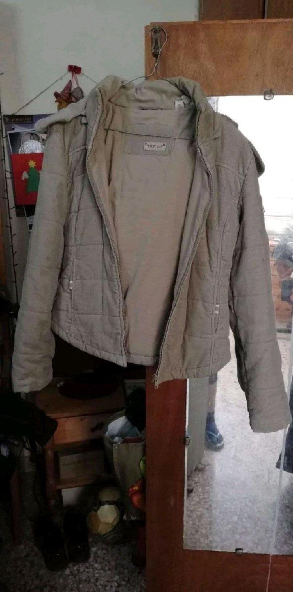 Μπουφάν με κουκούλα νούμερο Μιντιουμ αφόρετο!!! 10€