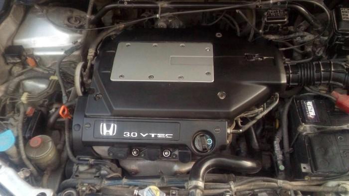 Honda Odyssey 2000. Photo 3