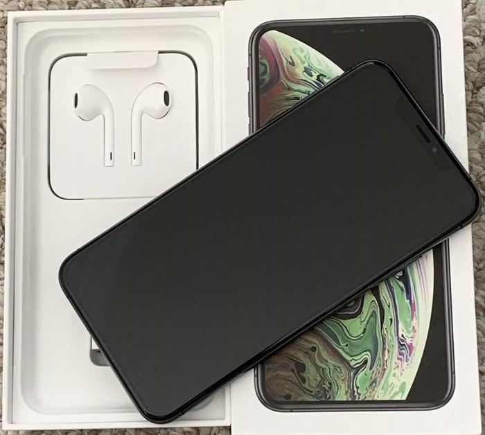 IPhone XS 64GB America. Photo 1