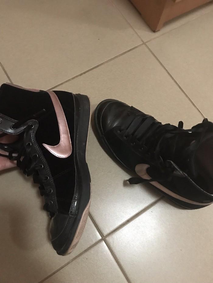 Ženska patike i atletske cipele - Novi Sad: NIKE 39 br ili 25 cm gaziste u dobrom stanju vidite na slikama