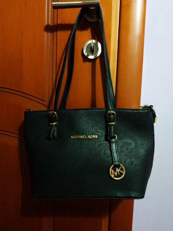 Τσάντα ανάγλυφη, μαύρη Michael Kors απομίμηση. Photo 4
