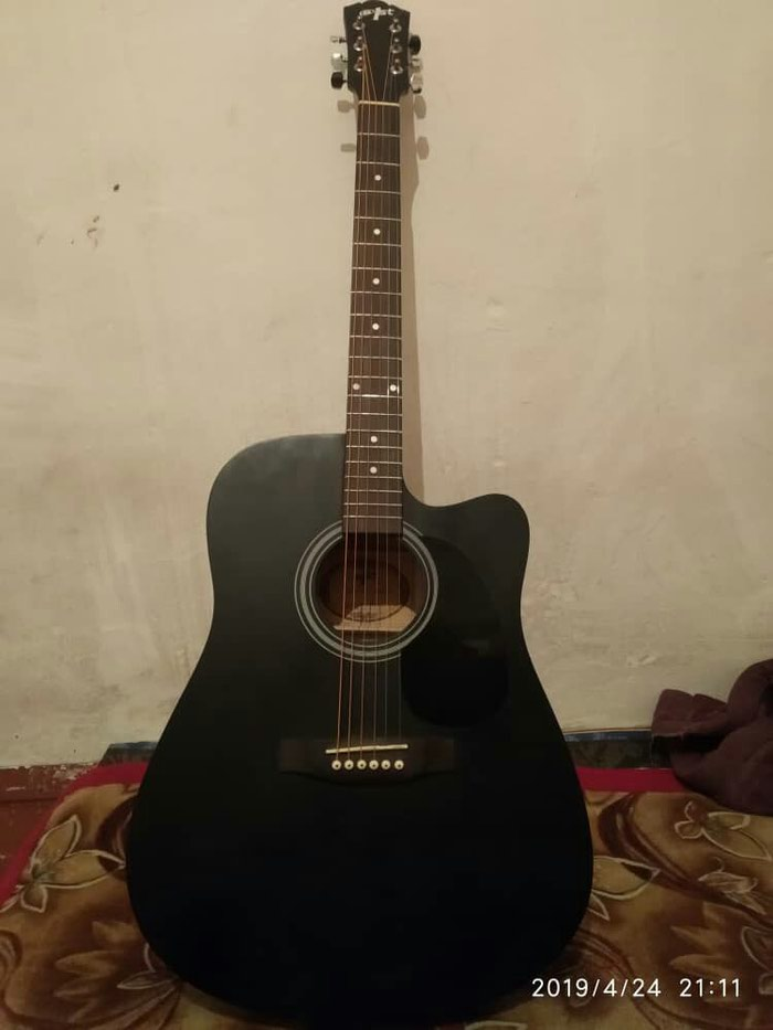 Гитара сатам 4500сом чехолу менен жап жаны чалгыла суйлошобуз. Photo 0