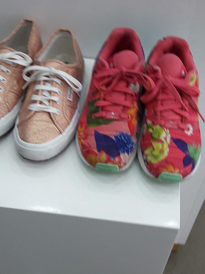 Δύο παιδικά παπούτσια ελαφρώς φορεμενα νούμερο 33 και τα δύο 25€. Photo 0