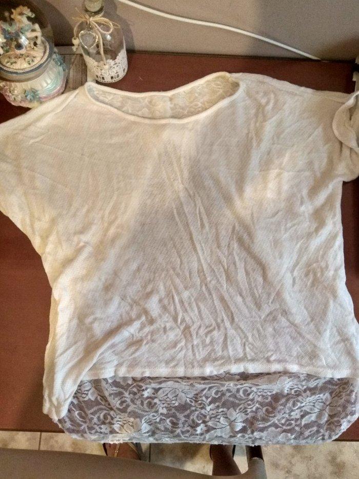 Λευκή μπλούζα με δαντέλα και φιόγκο. Photo 0