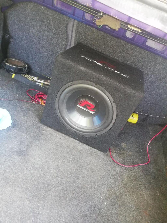 Na prodaju zvucnik u top stanju!! Hitno