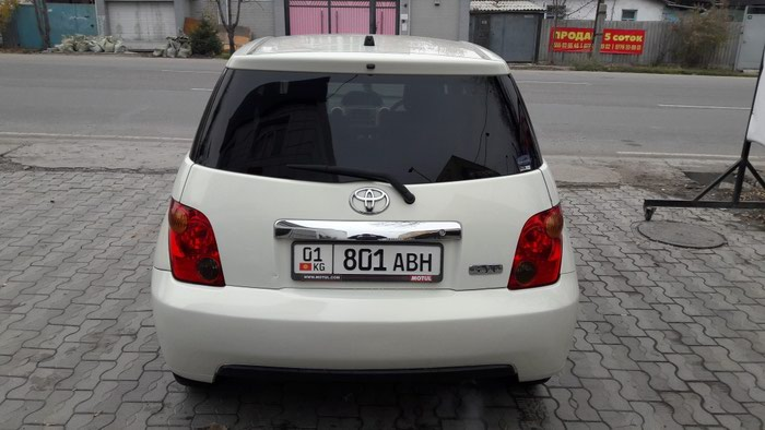 Toyota ist 2003. Photo 2