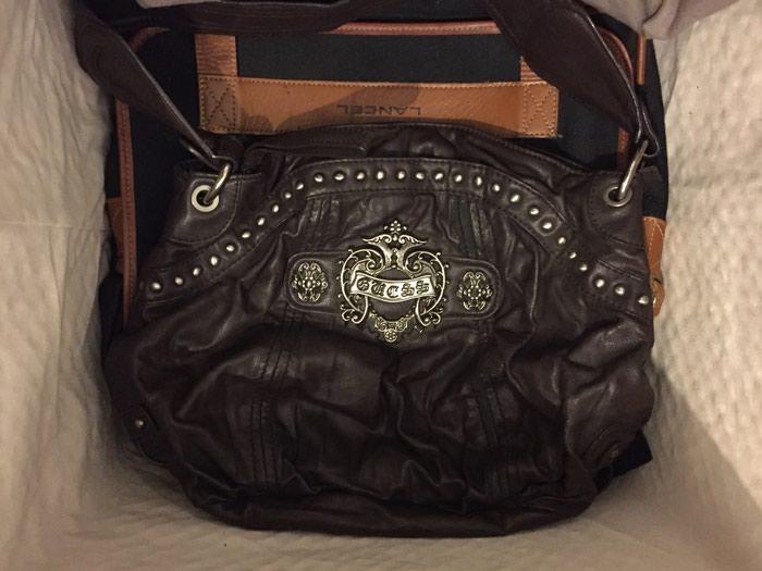 Καφέ τσάντα Guess μεσαιου μεγεθους με 3 θηκες . Photo 1
