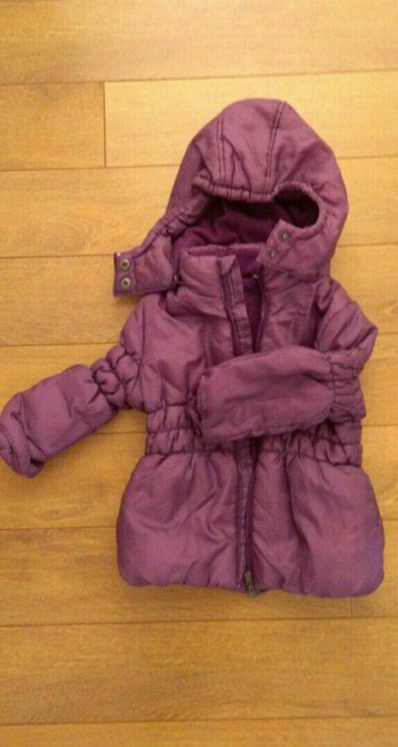 Zimska jakna za devojcice, vel 92, od 2-3 godine, strukirana, topla sa kapuljacom, ljubicaste boje, izuzetno ocuvana, u odlicnom stanju