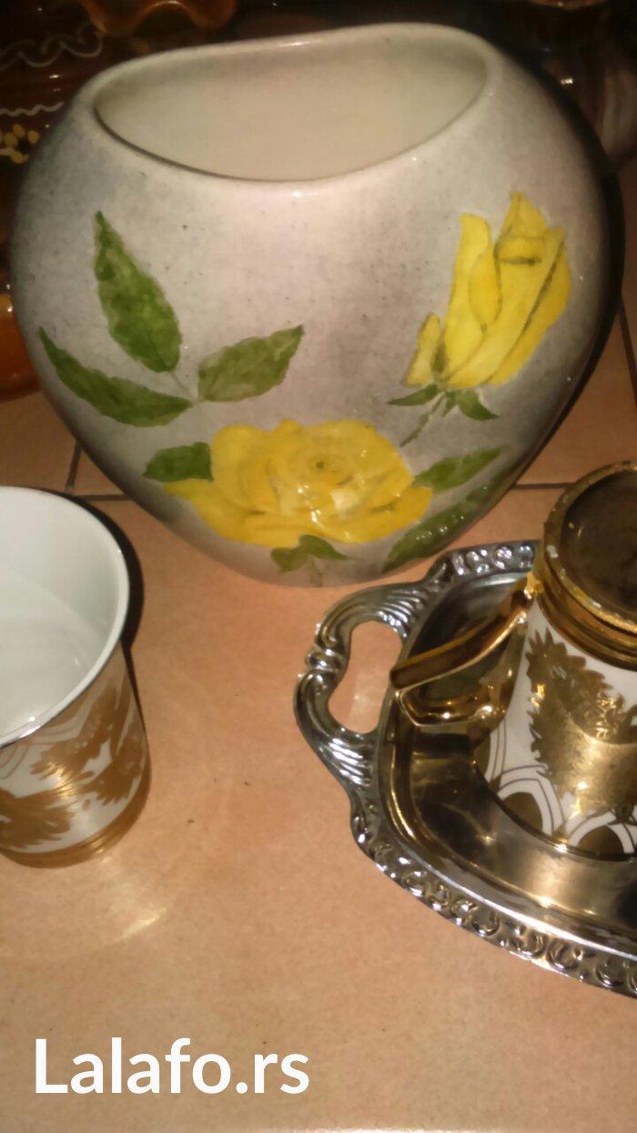 Dve vaze , šoljice, poslužavnik.  bez glupih cena molicu jer su stvari - Cuprija