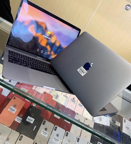 MacBook Pro 1TB latest version. Photo 0