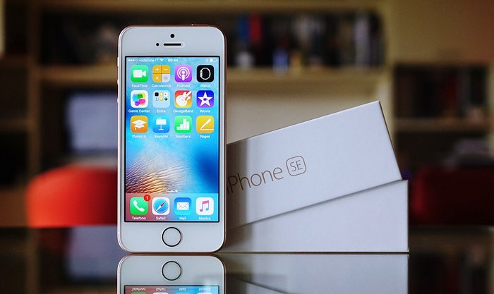 IPhone SE. Photo 0