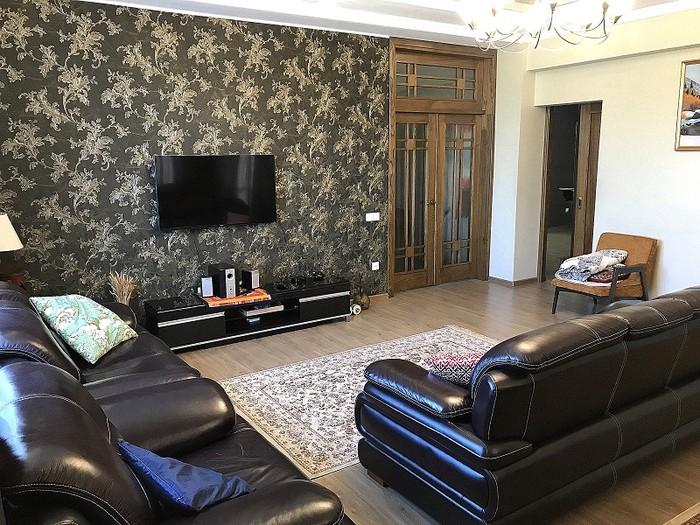 Продается квартира: 5 комнат, 220 кв. м., Бишкек. Photo 1